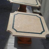 Tavolino in marmo da salotto Giallo Atlante con inserti in Verde Guatemala