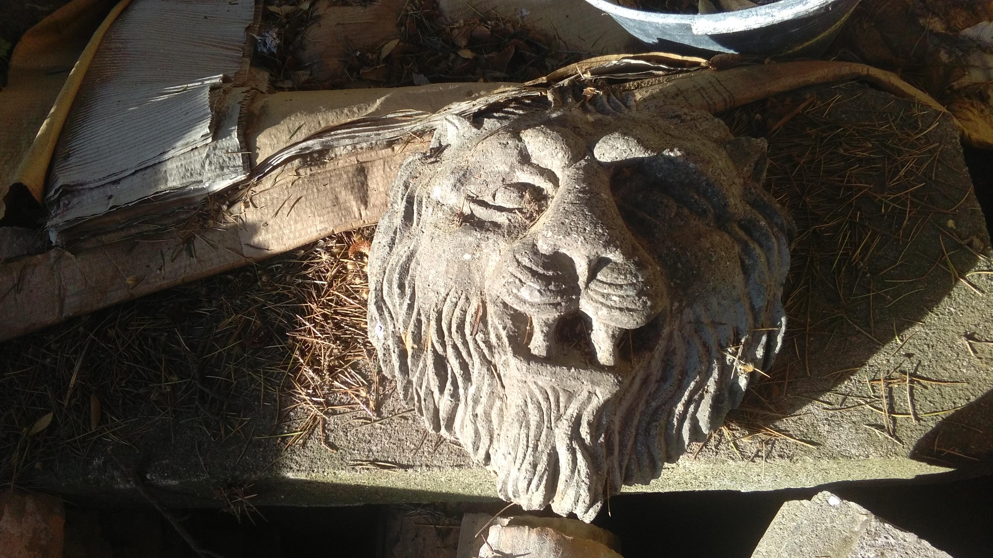 Mascherone fontana a bocca di leone in massello Peperino