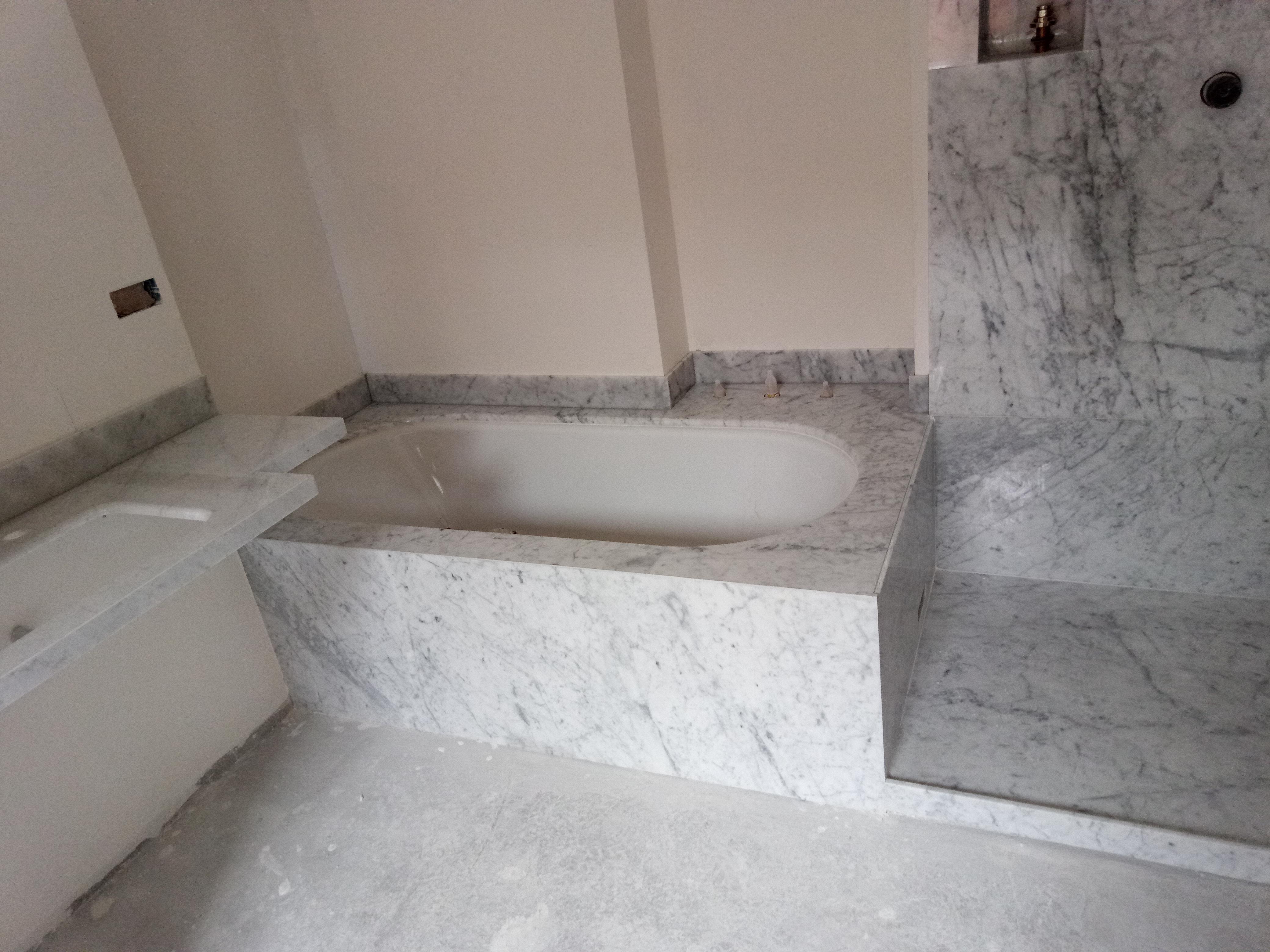 Bagno Rivestito In Marmo Bianco Cervaiole Top Lavandino Il